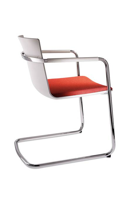 Neos cantilever covered with black leather and wood armrests