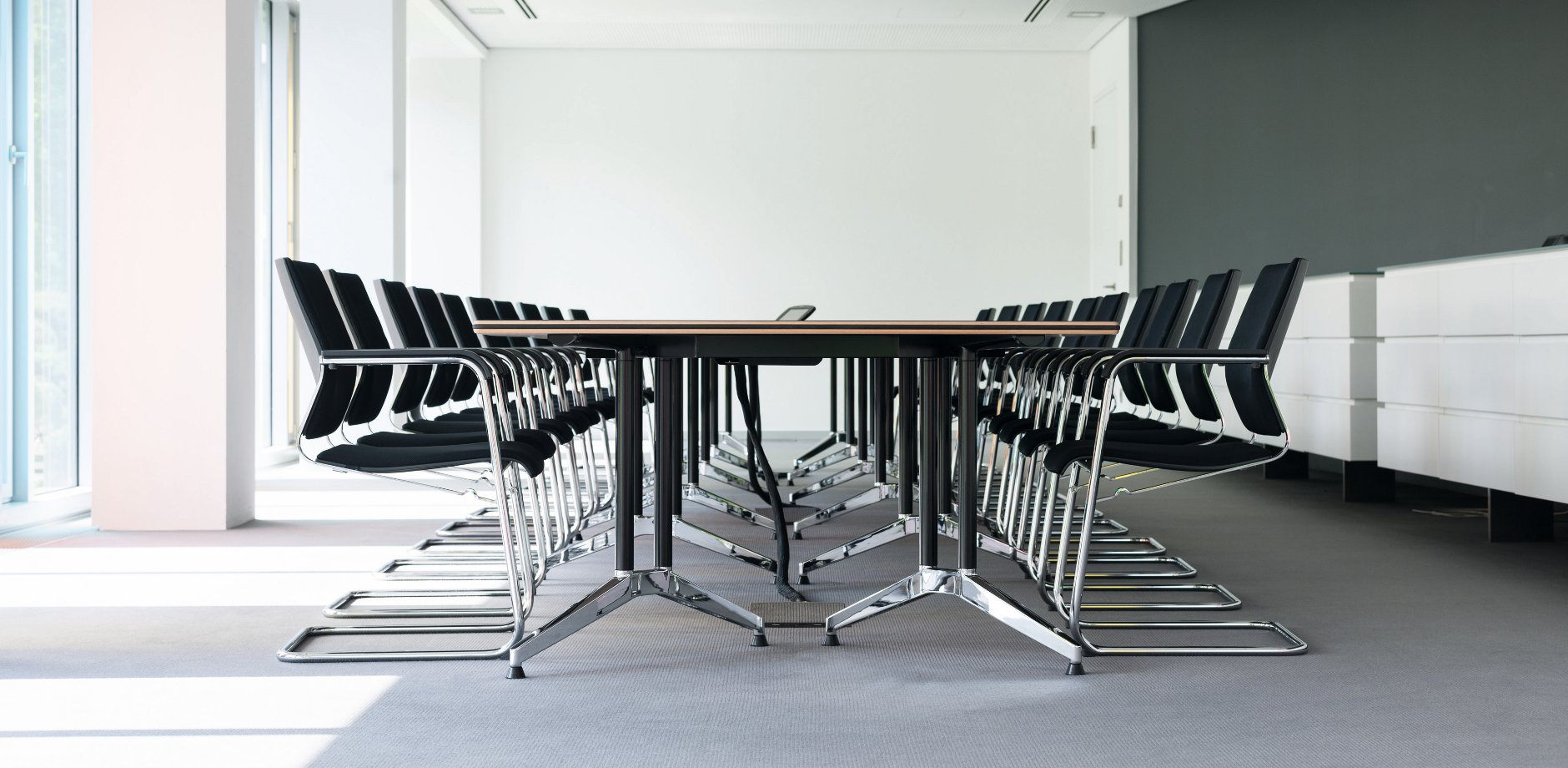 LVM Versicherung, Sito cantilever chair and Logon conference table by Wilkhahn