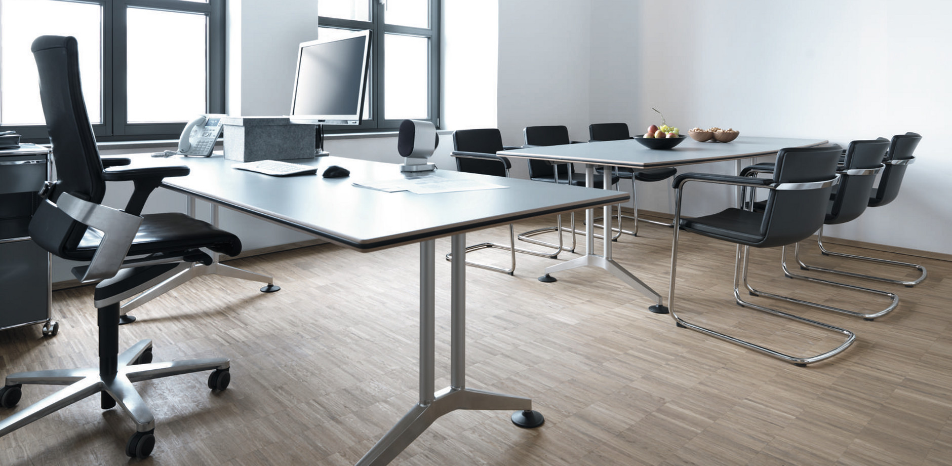 office with Logon table, office swivel chair ON and cantilever Neos